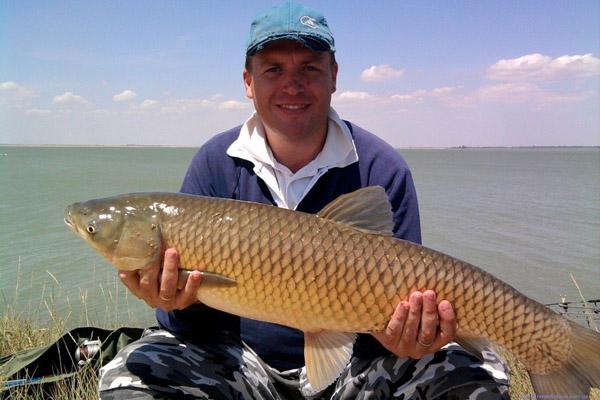 Рыбак с большой рыбой