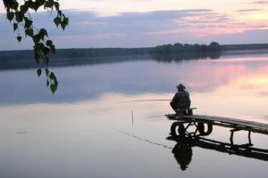Рыбак на пристани