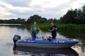 Два рыбака в лотке