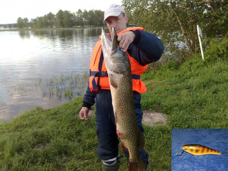 Рыбак с огромной щукой