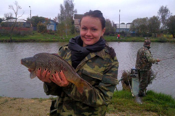 Девушка с рыбой