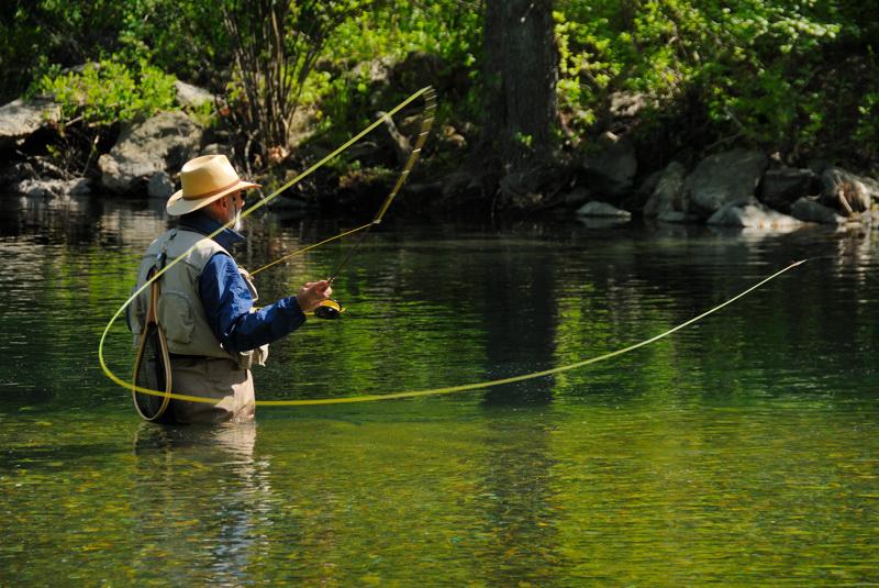 Рыбак в воде