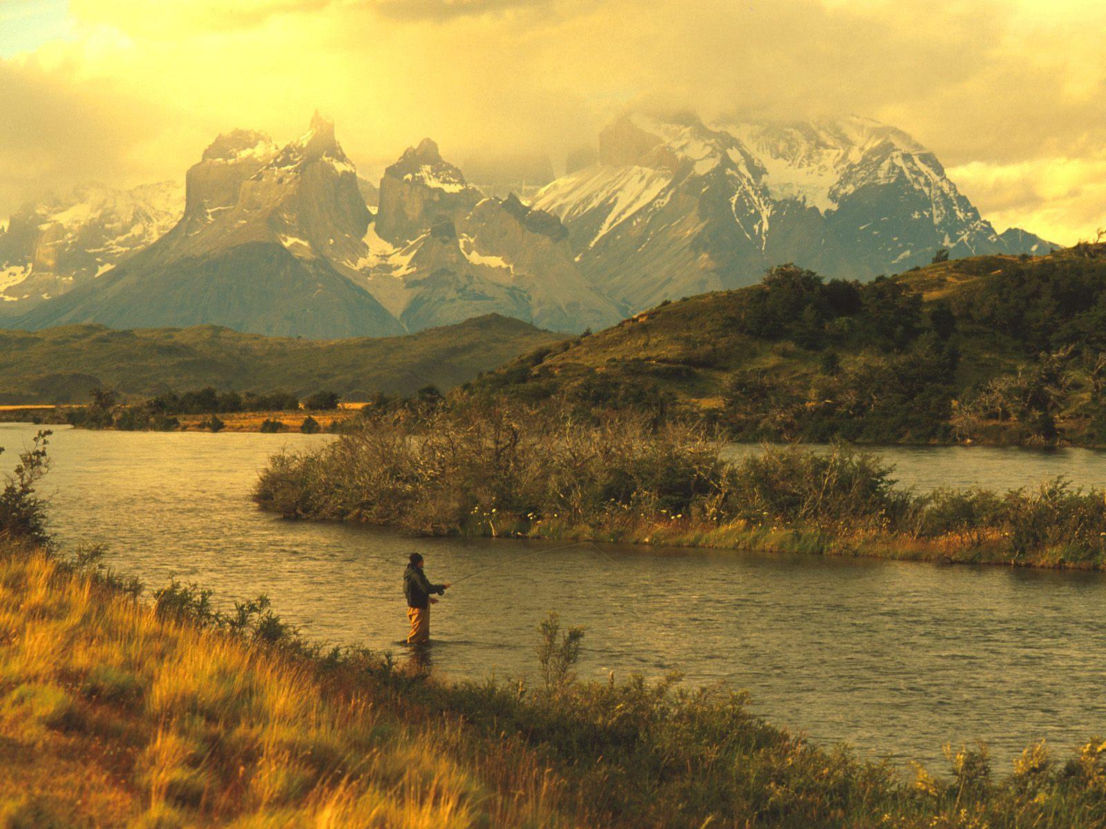 Речка и горы