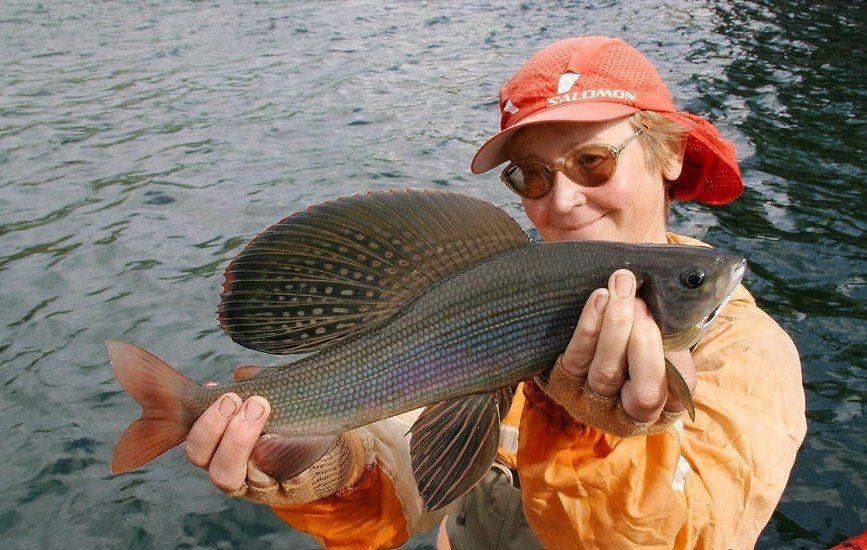 Женщина с огромной рыбой