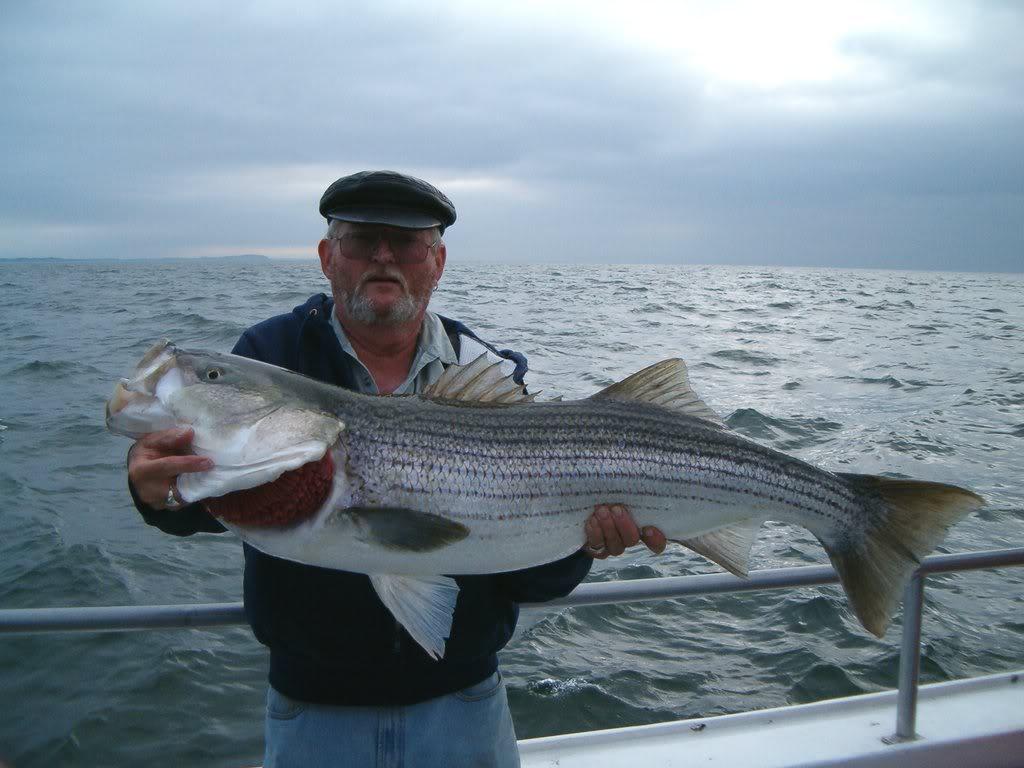 Рыбак с трофеем