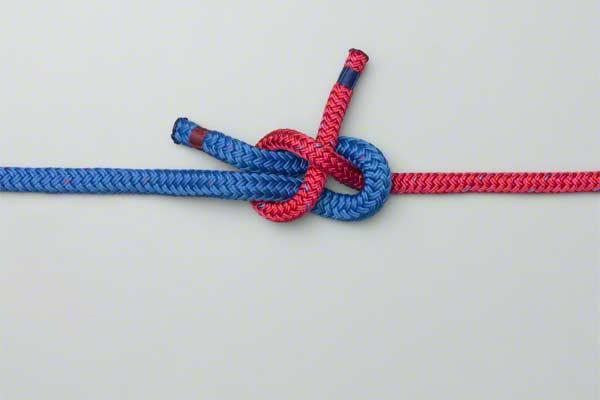 Две верёвки связаны узлом