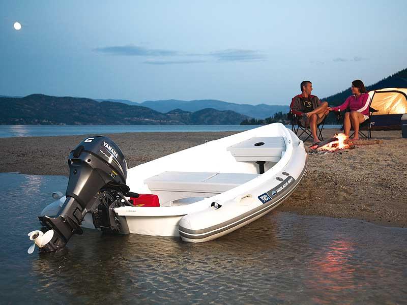 Лодка с мотором ямаха парень с девушкой у костра