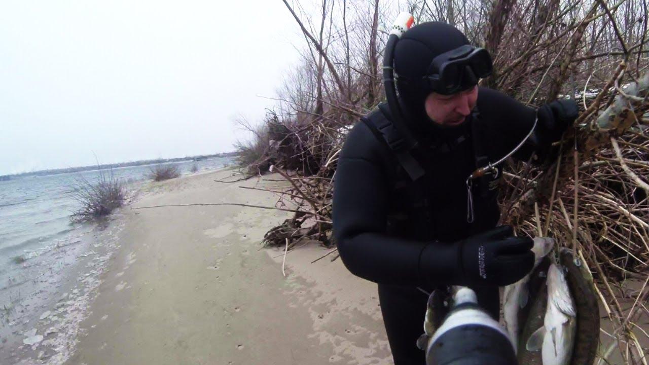Подводный охотник с рыбой