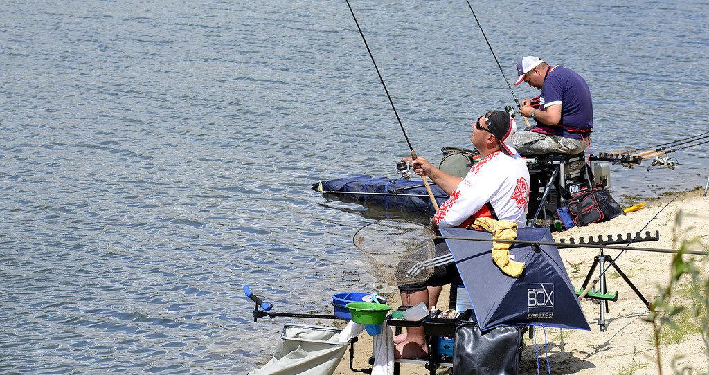 Два рыбака профессионала