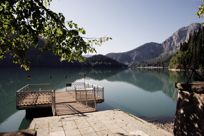Пристань на берегу озера