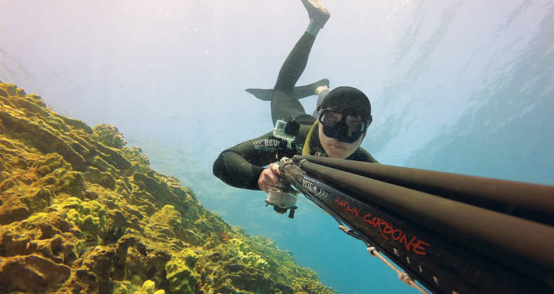 Подводный охотник с арбалетом