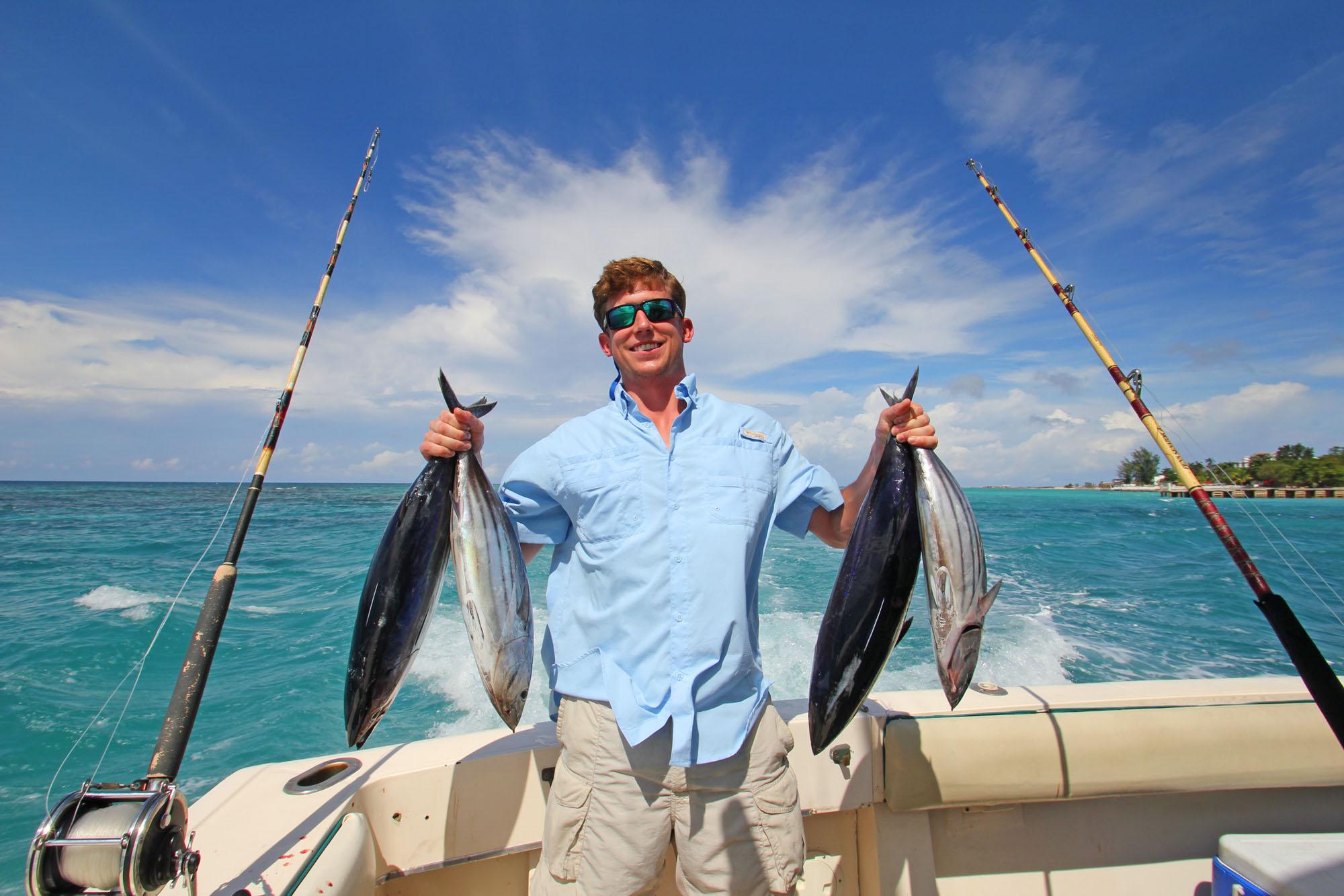 Рыбак с не плохим уловом