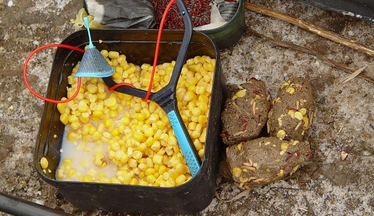 Прикормка из кукурузы с рогаткой