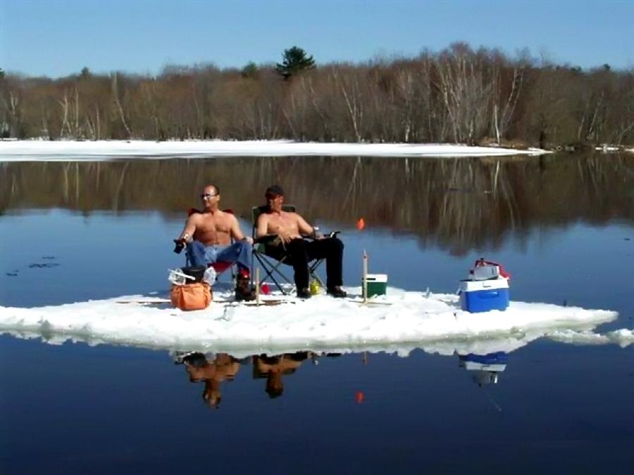 Два рыбака на льдине