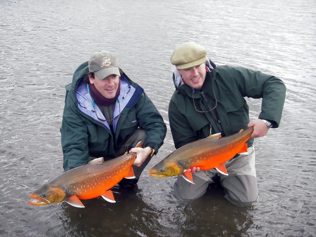 Два рыбака с трофеями