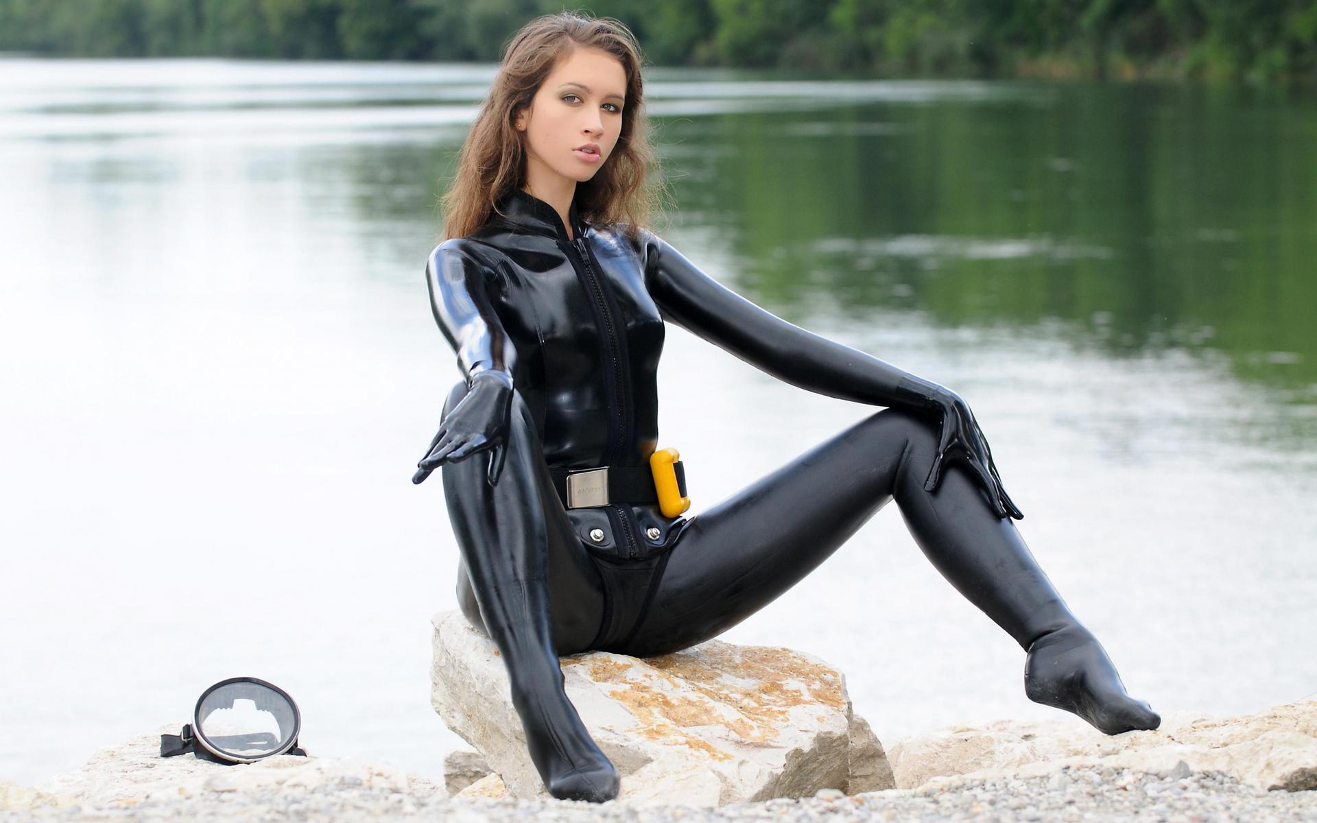 Девушка в гидро костюме