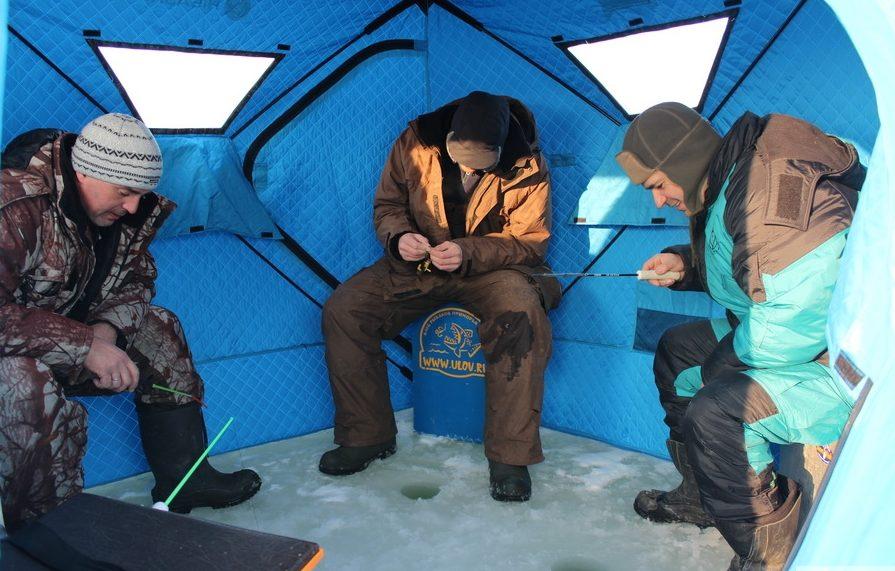 Три рыбака в палатки
