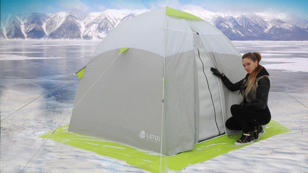 Симпатичная девушка с палаткой LOTOS