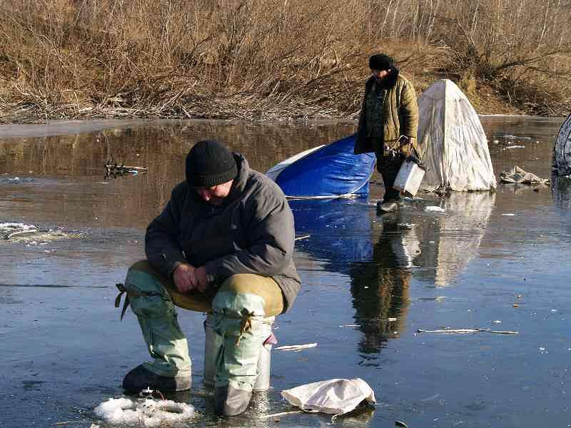 Рыбаки рыбачат