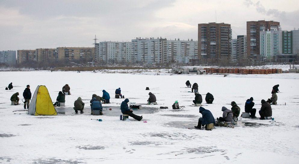 Зимняя рыбалка в городской черте