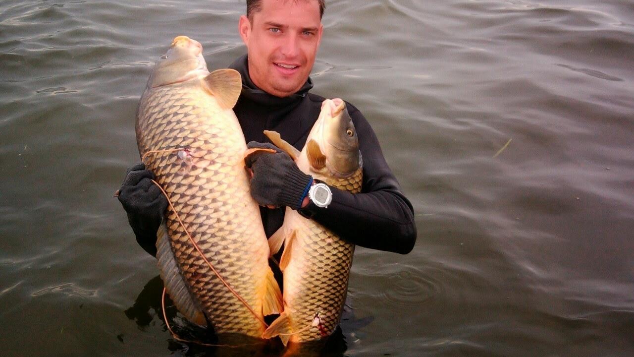 Рыбак с двумя трофеями