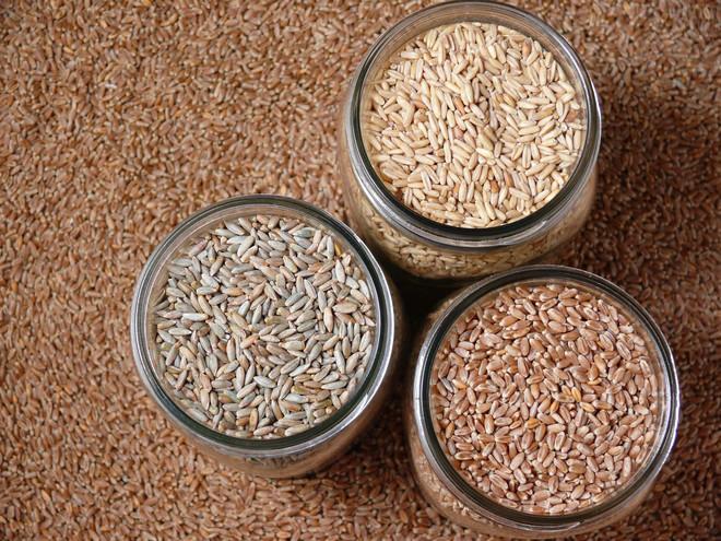 Три банки зерна