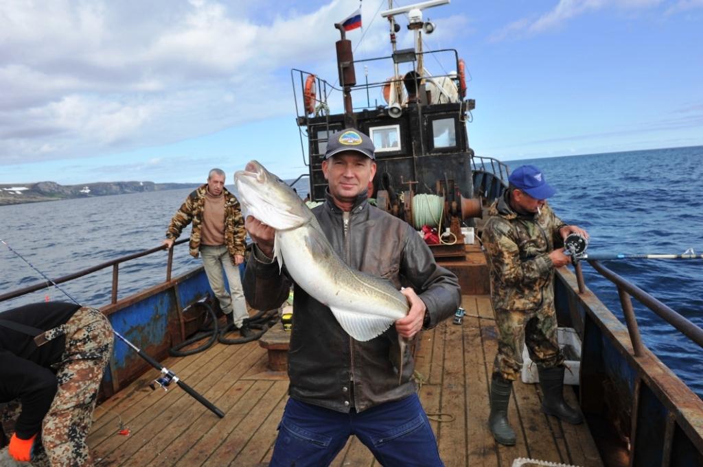 Мужик с рыбиной в руках