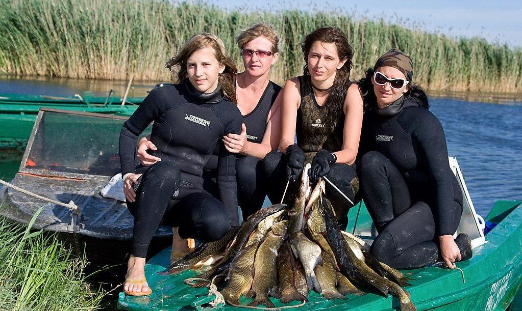 Девчонки на подводной охоте