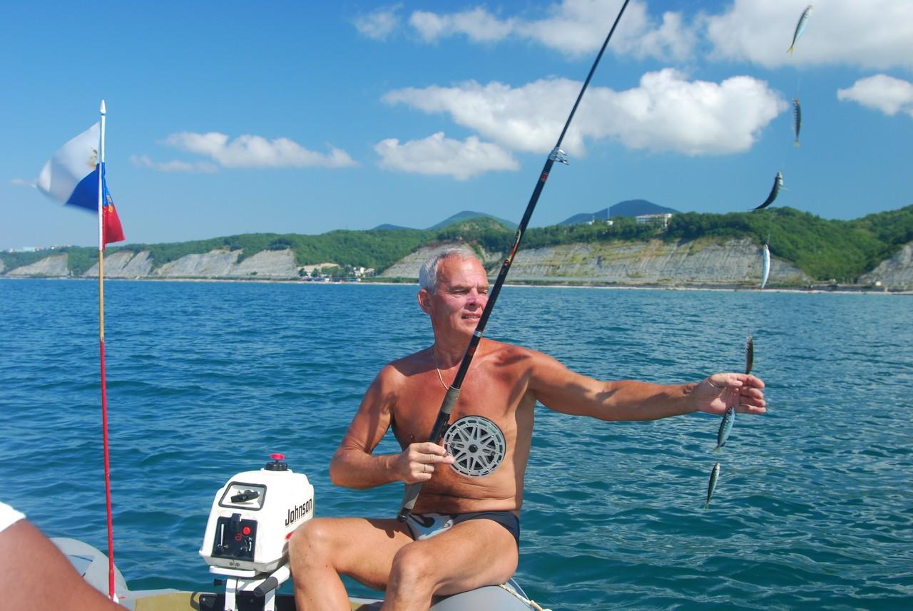 Самодур же считается на черном  мелкая рыба у берега – либо молодь крупного подвида, либо вторая разновидность черноморской ставриды.