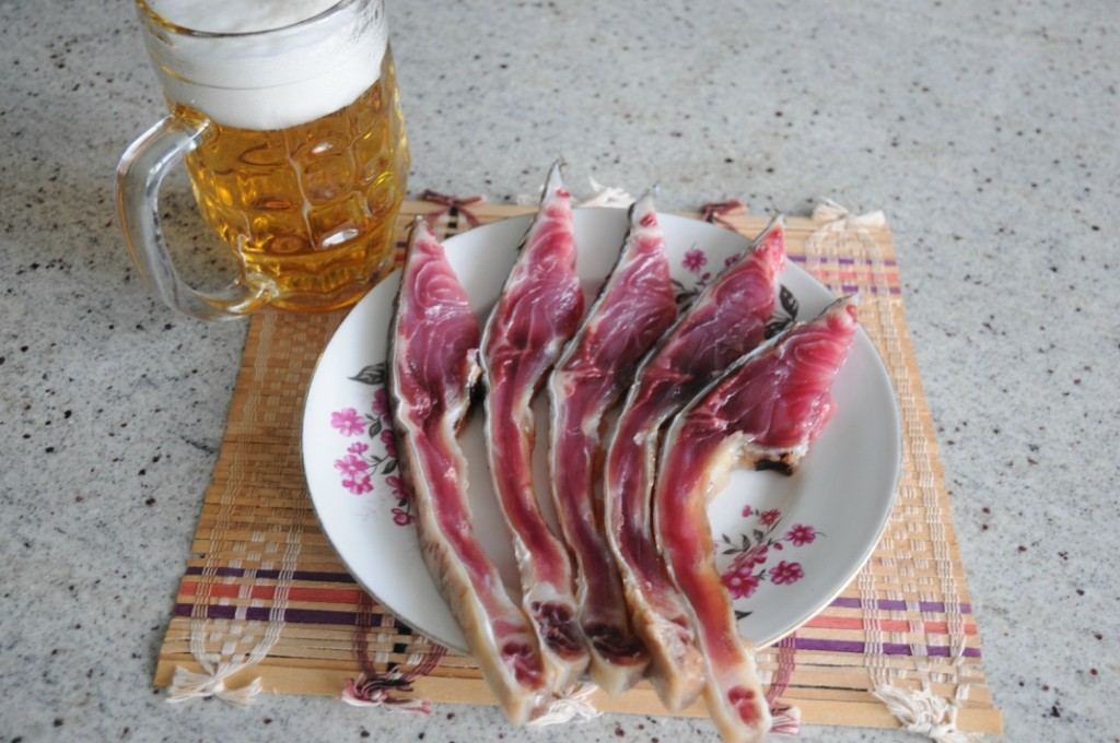 Балык из сазана и кружка пива