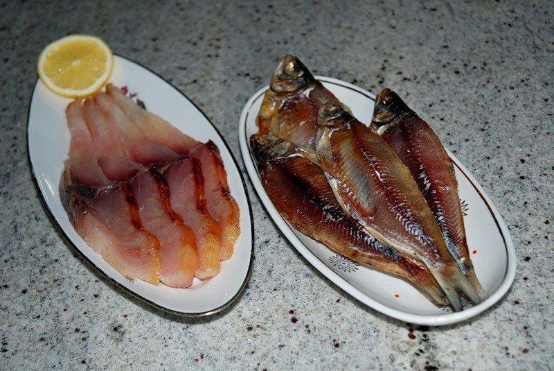 Рыбка на тарелки с лимоном